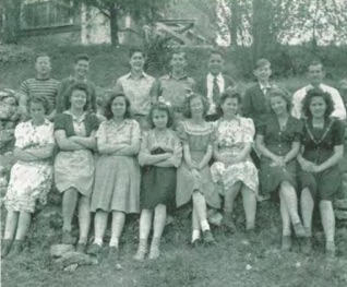 Eighth grade class of 1944